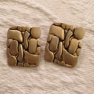 Satin gold tone moderne 1970s clip earrings